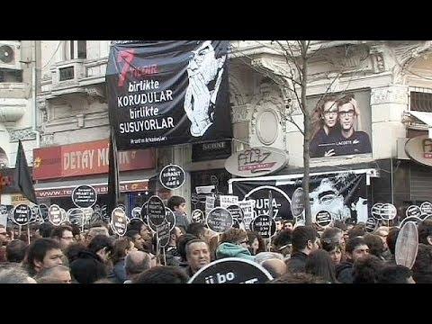 Sept après le meurtre d'un journaliste turco-arménien, des manifestants demandent justice