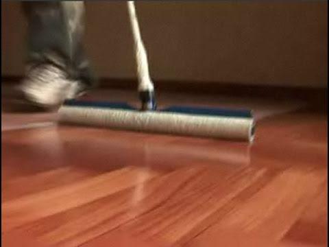 Cómo dar barniz a un suelo de madera