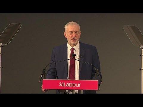 Δεν παραιτούμαι, ναι στο brexit με προοδευτική ατζέντα, λέει ο Κόρμπιν μετά την ήττα στο Κόπλαντ