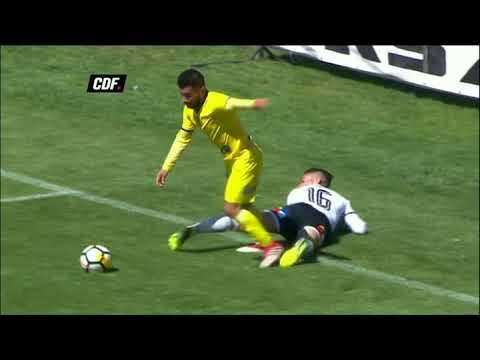 العرب اليوم - شاهد: أغرب ضربة جزاء يحتسبها حكم في الدوري التشيلي الممتاز