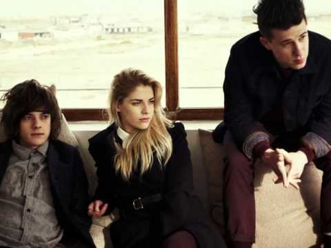 London Grammar -  Stay Awake [Lyrics On Screen]