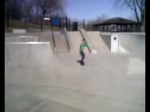indianola skatepark brandon doing an indy