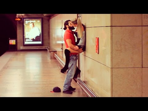 KISSING GIRLS in the SUBWAY Experiment