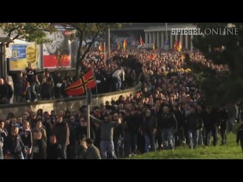 """""""Hooligans gegen Salafisten"""": Dutzende Verletzte in Köln"""