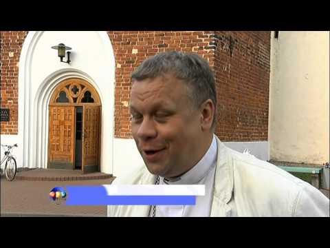 Sv.Sīmaņa baznīcas smailē uzstāda atjaunoto lodi un gaili