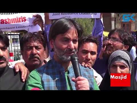 Yasin Malik leads JRL protest at Jamia Masjid against Pulwama civilian killing