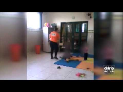 Video Vídeo mostra funcionária de creche agredindo crianças em SP download in MP3, 3GP, MP4, WEBM, AVI, FLV January 2017