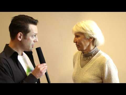 Schwermer - Franky vom Zeitgeist Movement Chapter Frankfurt im Interview mit Heidemarie Schwermer auf dem Cosmic Cine Ferstival am 10.Mai 2012 bei welchem ihr Film