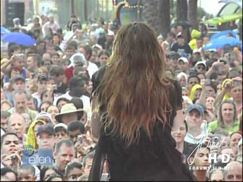 "Jennifer Lopez – ""Waiting For Tonight"" [Live] on Ellen (04/03/07)"