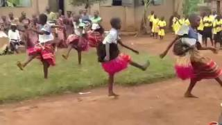 Students at Kasaali Primary School perform the traditional Luganda dance. An easy dance to learn.
