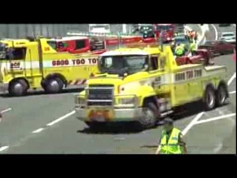 0800 TOO TOW MOTORWAY TRUCK CRASH