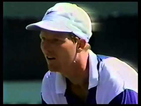 Jim Courier upset with Chair Umpire