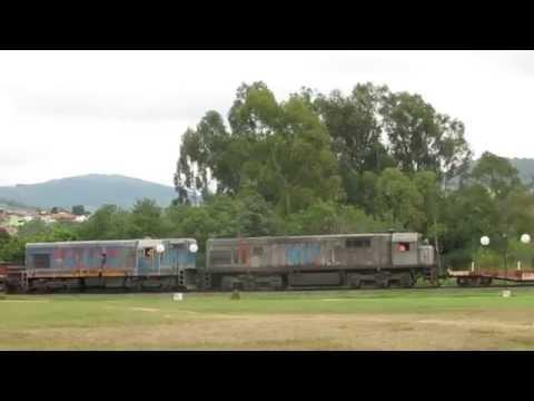 locoman passando com vagoes avariados em Arantina - MG