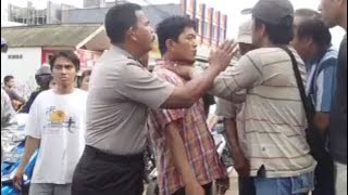 Video The police officer is confused because he alone mediates the conflict of the citizens MP3, 3GP, MP4, WEBM, AVI, FLV Agustus 2018
