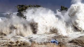 Tsunami in Japan - The Most Shocking Video El video más impactante del tsunami en Japón!