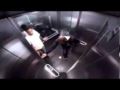 """Bị """"tào tháo rượt"""" trong thang máy và cái kết cực buồn cười"""