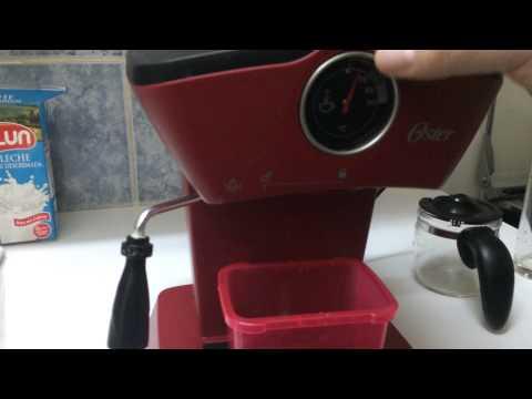 Cafetera Oster 3188 preparando Capuccino