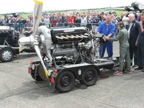Rolls Royce Merlin exhaust flames during start