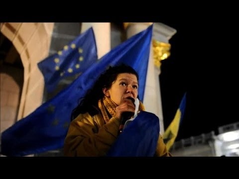 the pro - Thousands of pro-European protesters keep up their mass rally in central Kiev against the government's decision to scrap a deal with the EU. Duration: 00:33.