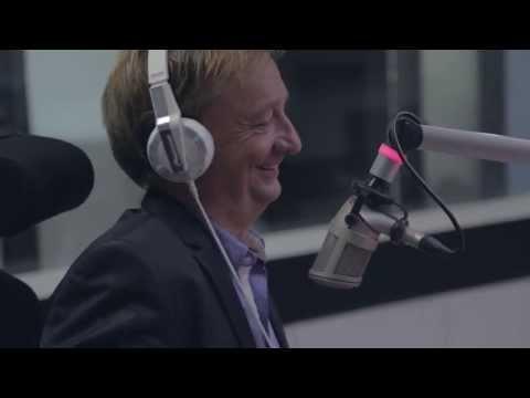 Hjallis Harkimon synttärijuhlat Enbuske & Linnanahde Crew -ohjelmassa tekijä: radionovasuomi