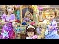 Download Lagu Ani y Ona maquillan y peinan a Rapunzel en su nuevo TOCADOR DISNEY PRINCESS Mp3 Free