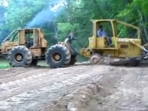 170 franklin with detroit pulling a dozer with broke track