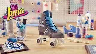 """¡Sigue estos pasos para tener unos patines al estilo Matteo!Soy Luna, en Disney Channel.Sitio oficial de Disney Channel: http://www.disneylatino.com/disneychannel/Síguenos en Facebook: http://www.facebook.com/disneychannellatinoamericaTwitter: https://twitter.com/disneychannellaInstagram: https://instagram.com/disneychannel_la/¡Haz click en """"Suscribirse"""" para recibir notificaciones de los nuevos videos de Disney Channel en YouTube!"""