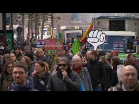Demo in Hamburg: »Miethaie zu Fischbrötchen«