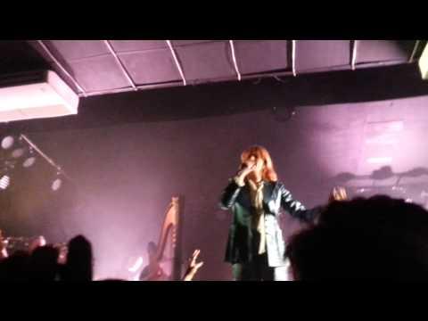 Florence and The Machine canta música nova em show