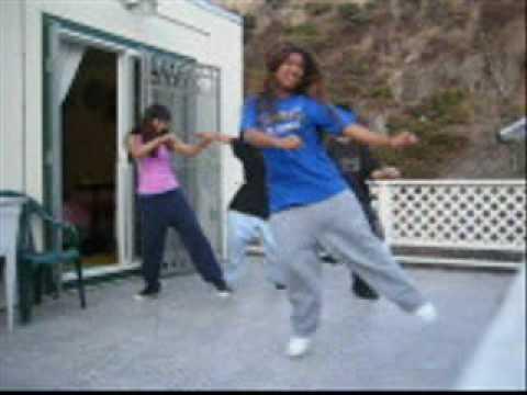 Девочки танцуют c-walk