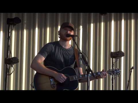 Eric Paslay – She Don't Love You (5/31/14)