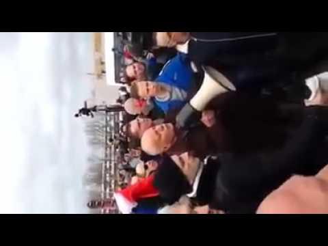 Discours du Général Piquemal interrompu par les forces de l'ordre juste avant son arrestation