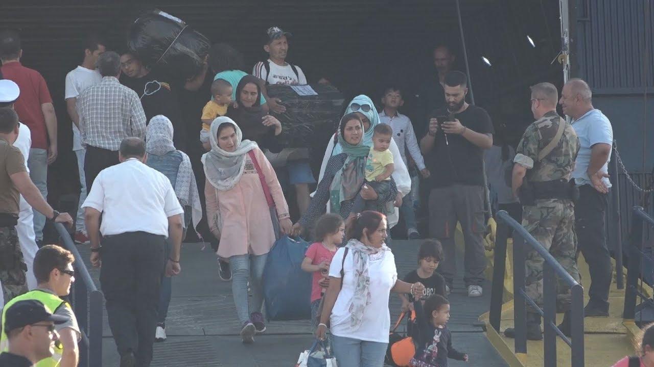 Έφτασαν στη Θεσσαλονίκη οι πρώτοι 640 πρόσφυγες και μετανάστες από τη Λέσβο