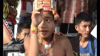 Beginilah Tari Mentawai ang ditampilkan di Taman Budaa kota Padang Juni 2010.