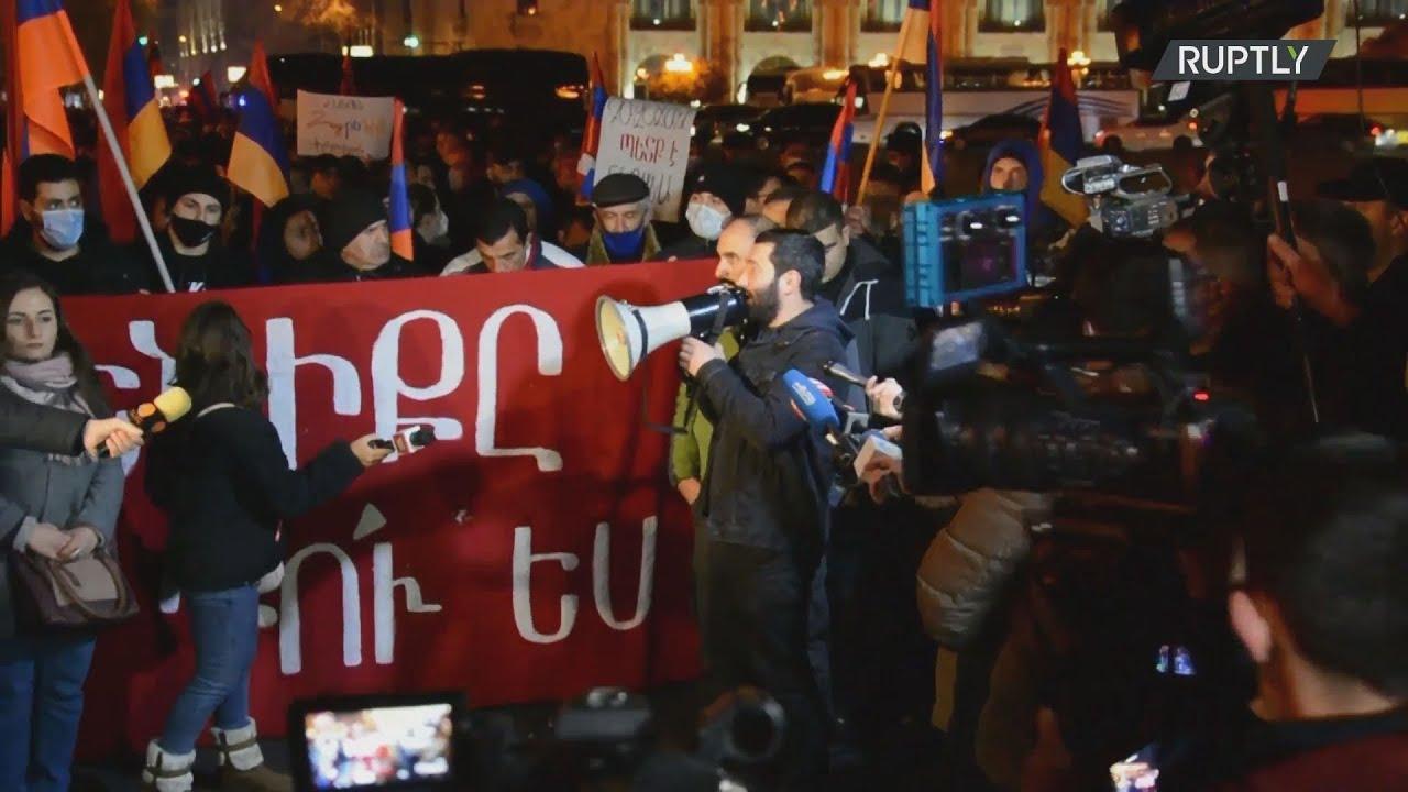 Αρμενία: Διαδηλωτές που απαιτούν την παραίτηση του Πασινιάν έκαναν πορεία στους δρόμους του Ερεβάν
