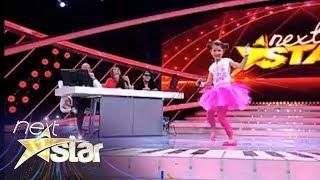 Carina Mihaila isi demonstreaza talentul de actrita in fata unui juriu inedit