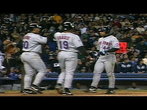 Video: 2000 WS Gm2: Payton clubs three-run blast off Rivera