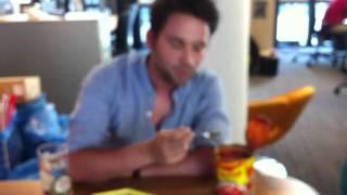 Weidenfellers todesmutiges Ravioli-Experiment Video