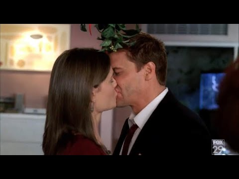 Bones 3x09 - Booth and Brennan kiss under the mistletoe