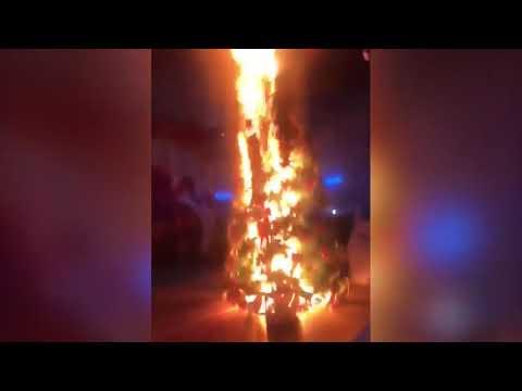 """""""Раз, два, три — ёлочка горит"""". В Казахстане на школьном утреннике начался пожар"""
