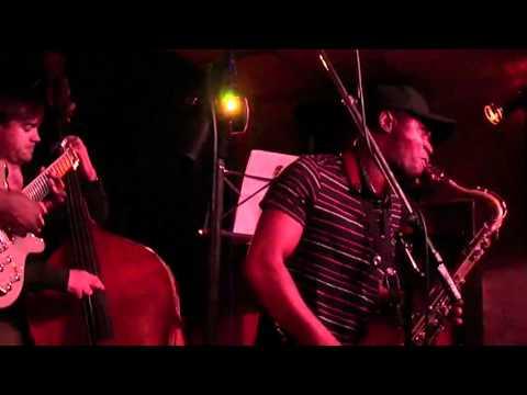 Hervé Lebongo Quartet (2) @ Le Baiser Salé (13.11.10)