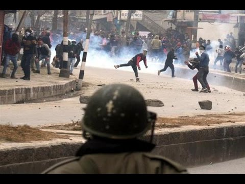 Police-Protesters Clash in Pulwama – Massive Violence