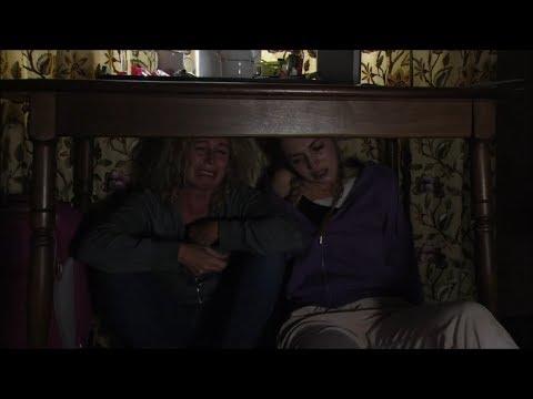 Louise Comforts A Broken Down Lisa - EastEnders (03/08/2017 Episode 1)