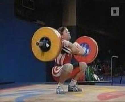 Mujer se orina al levantar pesas