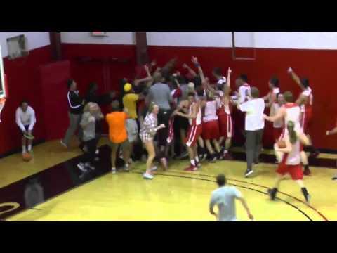 這名大學生在短短30秒就可以在籃球場上輕鬆賺進10,000美金的補習費,全場都瘋了!