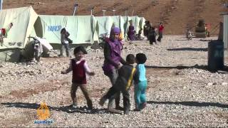 Syrian refugees flee fighting in Qalamoun