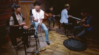 Teddy Adhitya x Audrey Tapiheru - Crush (Yuna ft. Usher Cover) #OneTakeSession Live at MABES Music