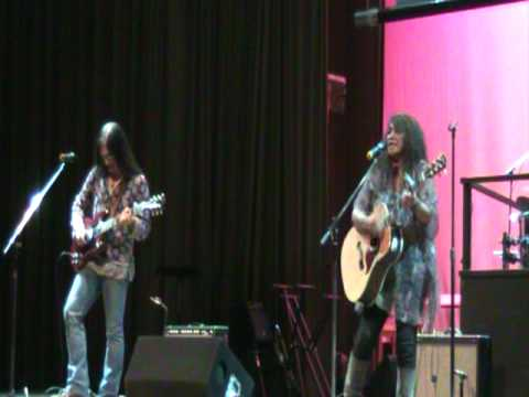 Video Lolita Carbon (Asin) - Gising Na Kaibigan Ko (live in Vancouver 2009) download in MP3, 3GP, MP4, WEBM, AVI, FLV January 2017