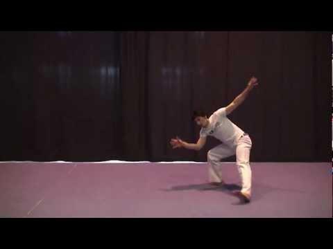 Meia Lua con Queda de Rins -- Capoeira movimento + slow motion