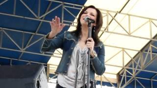 Martina McBride singing My Valentine 1-30-11